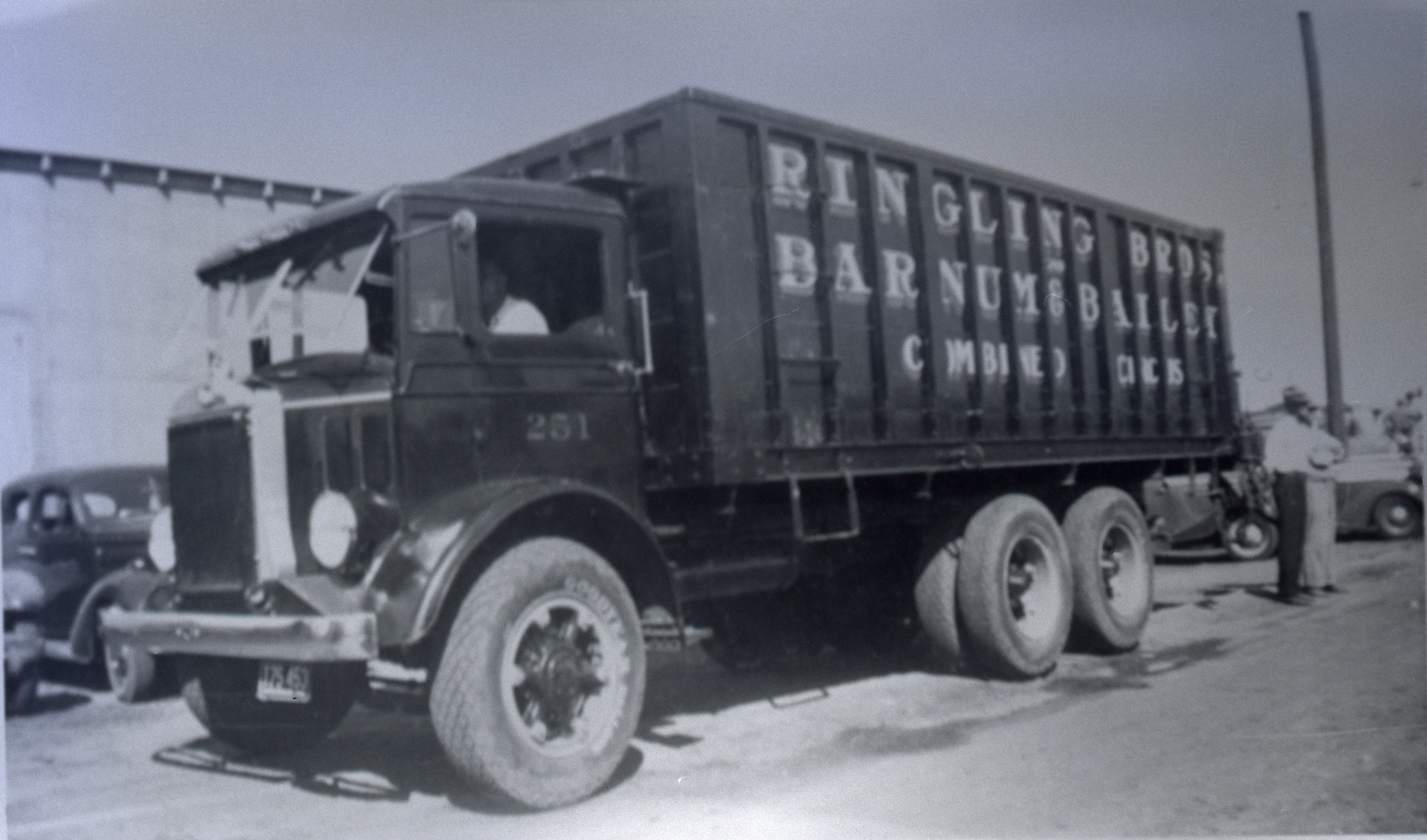 Ringling Bros Barnum Bailey 1936 CanvasTRUCK WORKING Posted 2 of 13 R.B.B&B