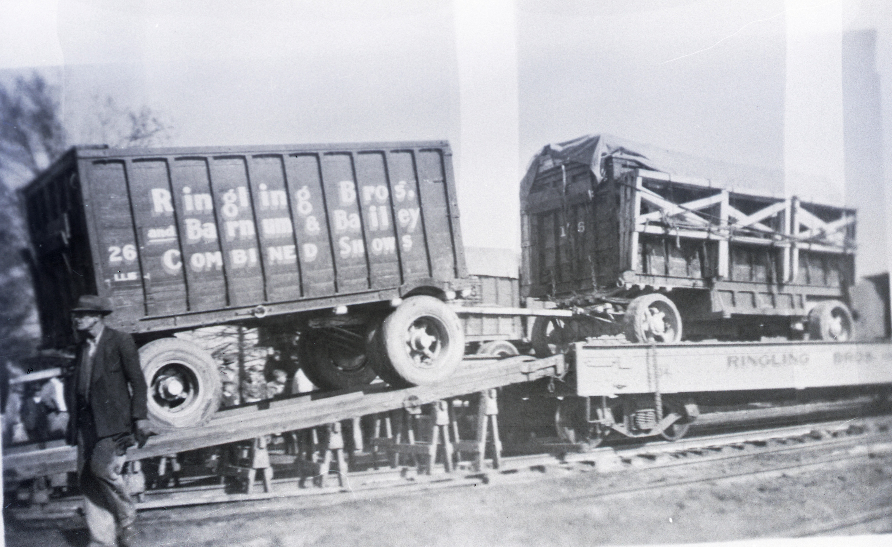 Ringling Bros Barnum   Bailey  1938 #2 shot of this photo wagons Unloading Posted 3 of 13