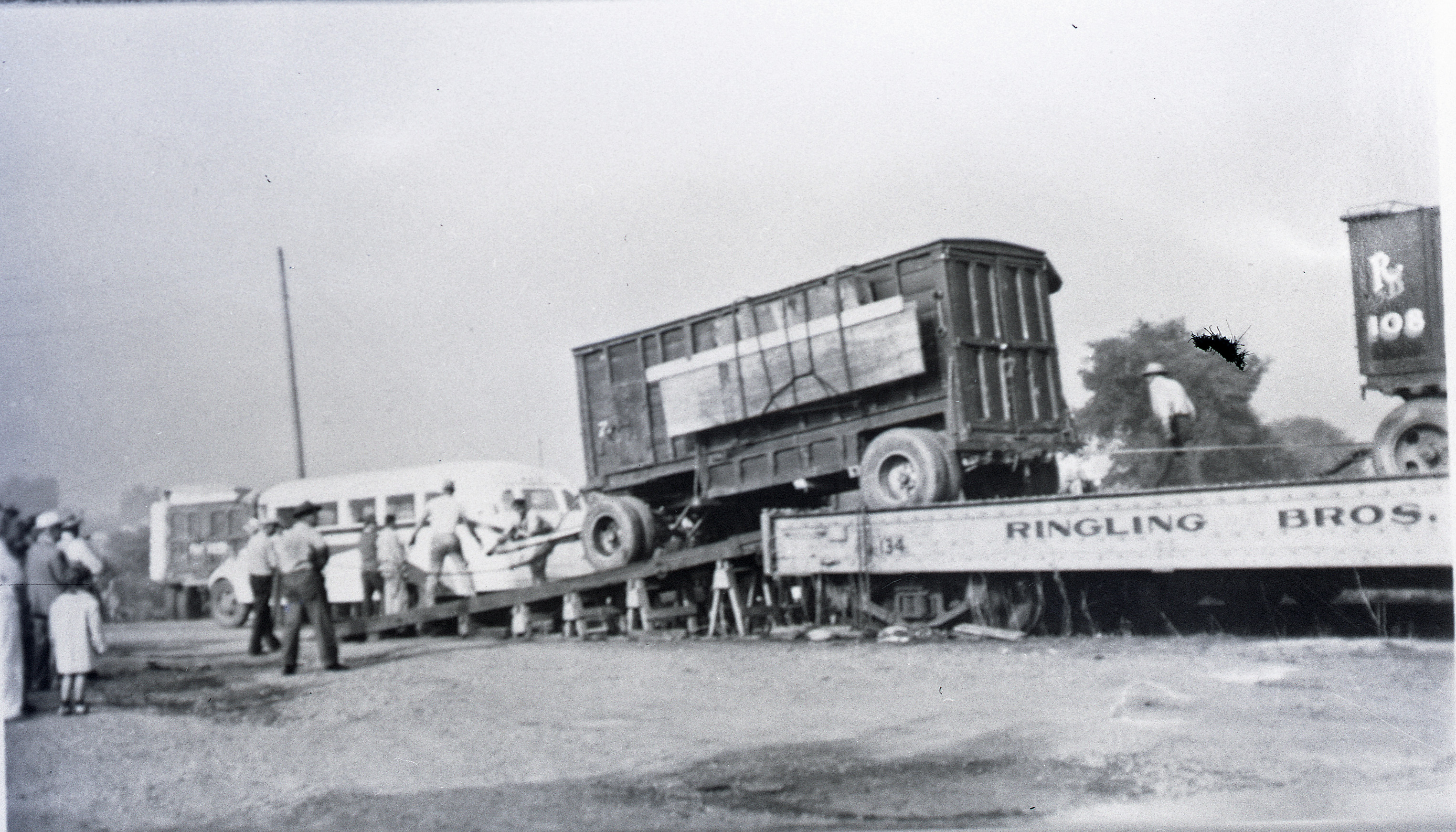 Ringling Bros Barnum   Bailey  1938  third shot of this photo wagon s Unloading Posted 3 of 13